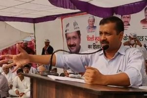 Arvind Kejriwal clashes with Vijay Goel on Twitter over deletion of voters