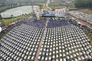 A Surat-based diamantaire 'gifted' 600 cars, insurance policies to 1700 employees