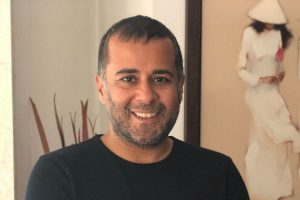 Chetan Bhagat issues apology to woman, wife after harassment accusation