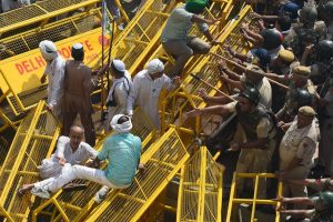Kisan Kranti Yatra | BKU lauds farmer who broke police barricade at Delhi-UP border with tractor