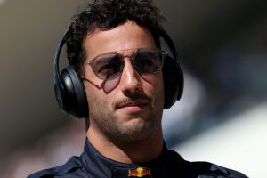 Frustrated Ricciardo 'punches hole in wall' after US retirement