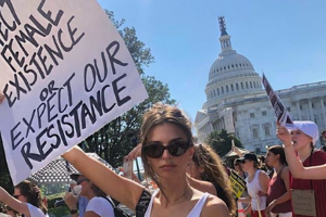 Amy Schumer, Emily Ratajkowski arrested in anti-Kavanaugh protests