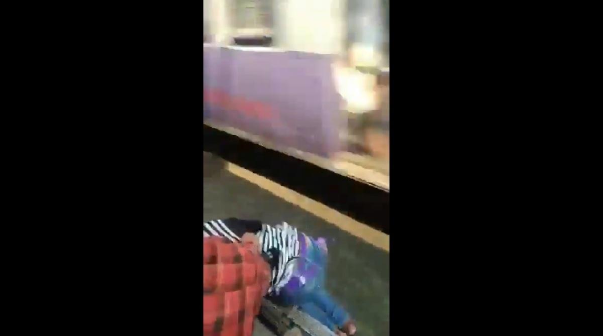 Alert passenger, Girl, Life, Mumbai local