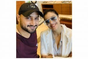 'Jab I Met Simran': Harbhajan Singh shares an adorable selfie with Kajol