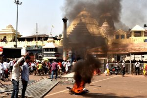 Nine policemen injured in violent protests at Puri's Jagannath Temple