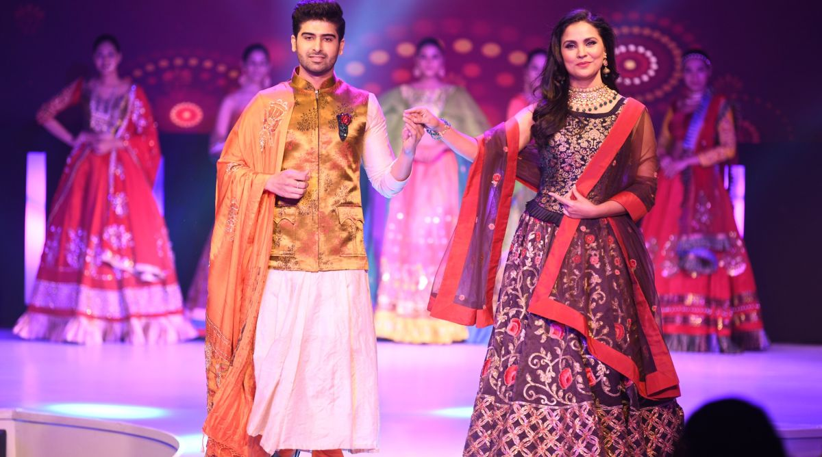 Lara Dutta walks the ramp with  Mr. India International Darasing Khurana