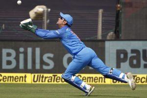 Watch: MS Dhoni takes stunning catch to dismiss Chandrapaul Hemraj