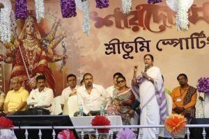 Mamata Banerjee inaugurates Puja pandal amid row over Rs 28 crore grant