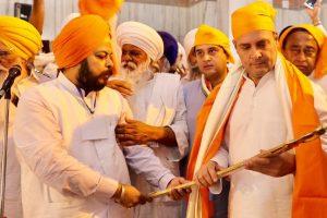 Rahul Gandhi pays obeisance at Data Bandi Chhor Gurudwara in Gwalior