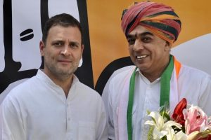 Rahul Gandhi welcomes Manvendra Singh into Congress