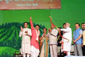 President Kovind, PM Modi attend Dussehra Celebrations at Lal Qila Maidan