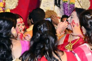 Durga Puja: What is Sindoor Khela? Significance of the Vijaya Dashami ritual