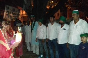 Wives of protesting Bijnor farmers break Karwachauth fast by joining their husbands