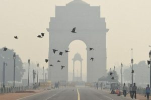 Thick smog engulfs Delhi ahead of Diwali, air quality falls to 'hazardous' category