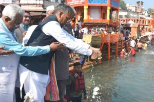 Ashes of Ananth Kumar immersed in Haridwar