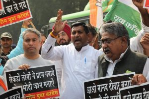 Youth Congress members protesting outside RBI office against demonetisation detained