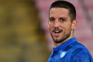 Mertens hat-trick as Napoli back to second in Serie A