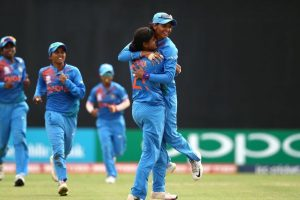 Women's T20I Tri-Series: India opt to bowl against England