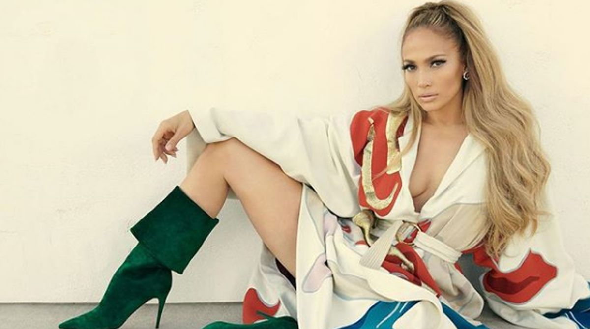 Jennifer Lopez in green cape scorches magazine cover, reactions will leave you stunned
