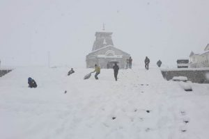 Heavy snowfall in Kedarnath, parts of Uttarakhand brings mercury down
