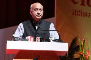 Former Asian Age editor, a US journalist now, accuses MJ Akbar of rape