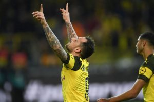 Alcacer fires Dortmund past beleaguered Bayern to maintain Bundesliga lead