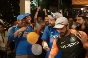 Dhoni pulls a prank on Rohit during post-match celebrations
