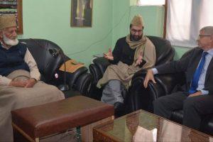 Former Norway PM meets Hurriyat leaders Geelani, Mirwaiz in Srinagar
