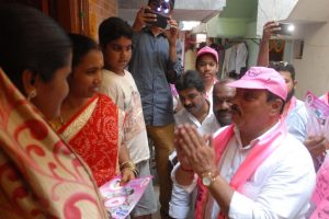 Telangana campaign trail: TRS leads, Opposition struggling