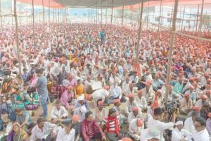 Thousands of farmers march from Thane to Mumbai, demand land rights, loan waiver