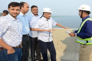 Ailing Goa CM Manohar Parrikar inspects bridge with tube in nose, photo draws flak