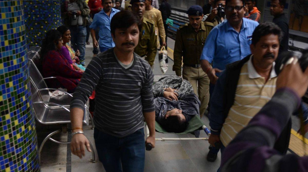 Kolkata, KolkataMetro,accident,Metro Bhavan,Posta Bazar flyover,Railway authorities, Majerhat bridge