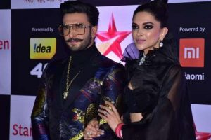 Ranveer Singh leaves wife Deepika Padukone teary-eyed | Watch video