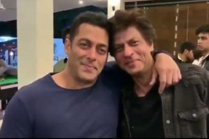 Watch: Shah Rukh Khan and Salman Khan watch Karan Arjun together
