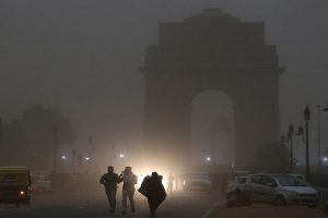 Foggy morning in Delhi, air quality to remain 'very poor'