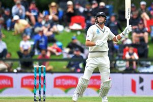 Southee entertains for New Zealand but Lakmal keeps Sri Lanka on top