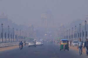 Cold, foggy Delhi morning, air quality remains 'severe'