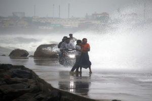 Rainy Monday for Kolkata as cyclone 'Phethai' hits Andhra
