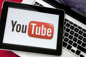 YouTube criticized on Twitter for lifting Christmas holiday video