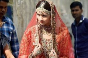 Leaked video shows Alia Bhatt in bridal look dancing on Kalank set