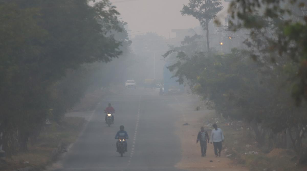 Misty Tuesday morning in Delhi