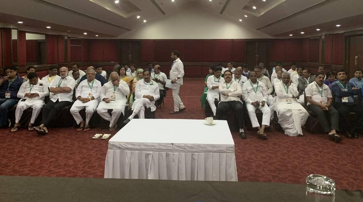 Karnataka Congress MLAs, Karnataka Congress, MLA Anand Singh, JN Ganesh, Eagleton Resort, resort politics, resort brawl, Abhishek Manu Singhvi, Dinesh Gundu Rao, CLP meeting
