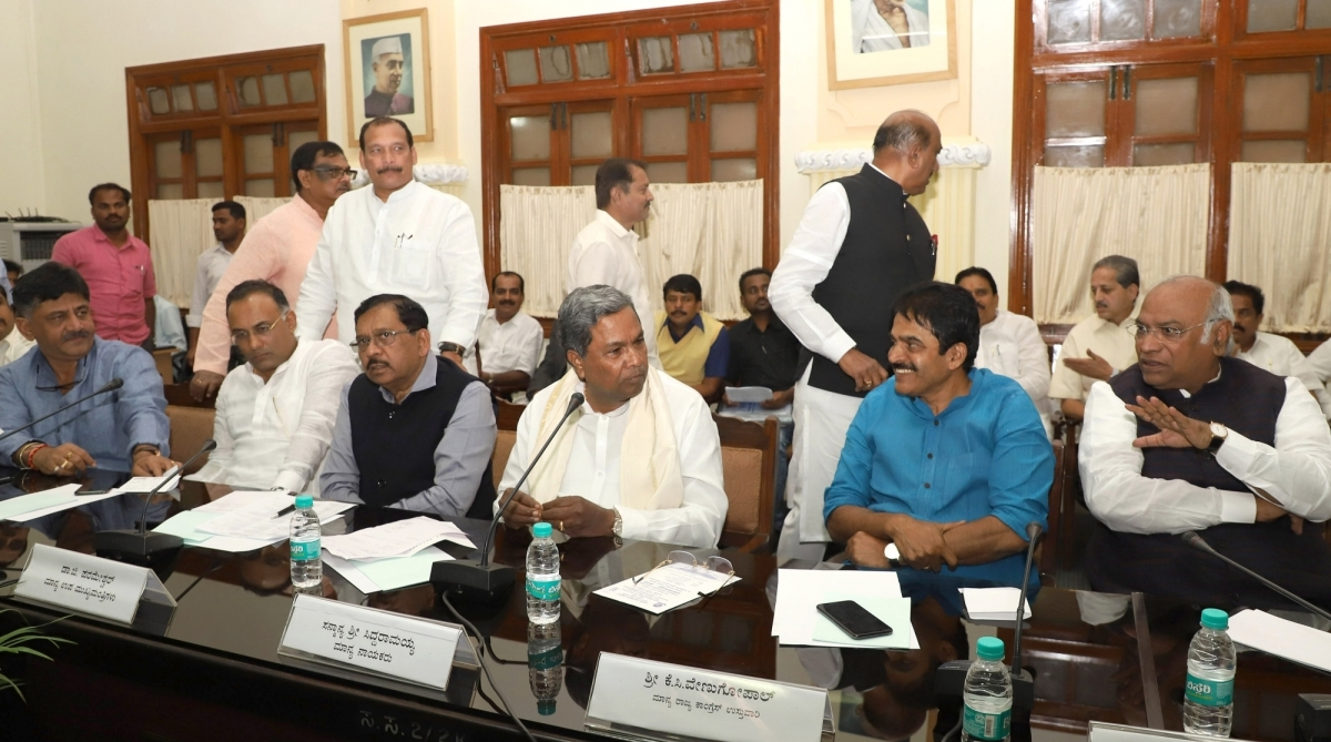 Karnataka drama, Congress MLAs, CLP meeting, Resort