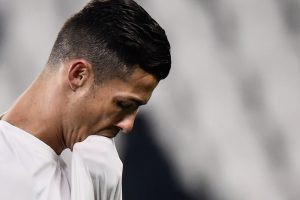 Juventus boss Massimiliano Allegri reacts to Cristiano Ronaldo's penalty miss