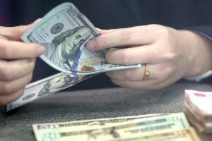 US dollar rises on China-US trade optimism