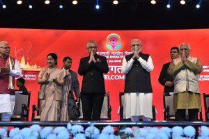 PM Modi targets Congress at NRI event, quotes Rajiv Gandhi's '15 paise' remark