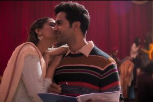 Ek Ladki Ko Dekha Toh Aisa Laga: Sonam Kapoor unveils the title track