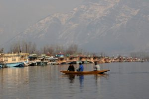 Cold wave hits Kashmir Valley