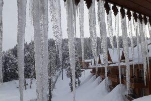 Jammu-Srinagar highway closed, flights cancelled after fresh snowfall, landslides