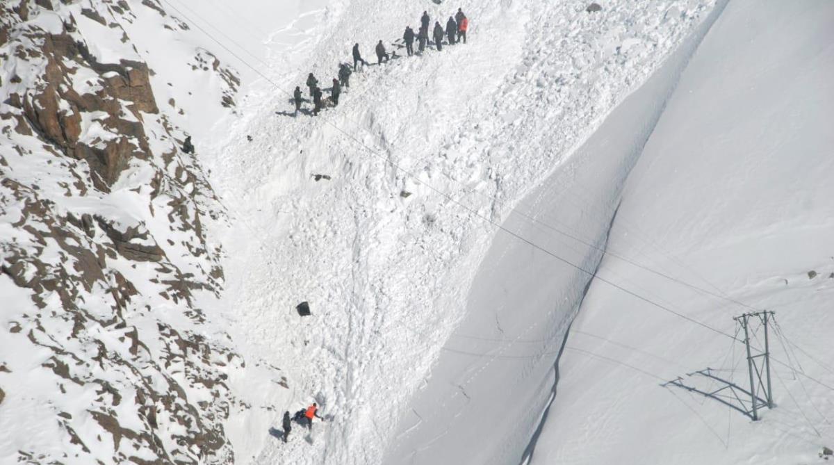 Ladakh avalanche, Rescue teams, Bodies, Snow, Khardung la pass